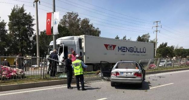 Adnan Menderes Bulvarında Kaza; 2 Yaralı