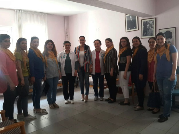 AK Partili kadınlar ' Ebeler Haftası'nı kutladı