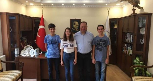 Başkan Dinçer, LGS'de Başarılı Öğrencileri Ödüllendirdi