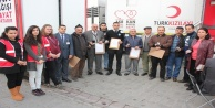 Kızılay'dan Düzenli Kan Bağışlayanlara Madalya