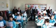 Çinede öğrenciler karne almanın heyecanını yaşadı