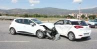 Çinede İki Otomobil Çarpıştı; 3 Yaralı