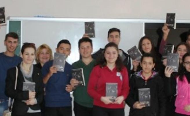 ADD, Öğrencilere Nutuk Kitabı Dağıttı