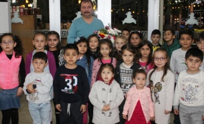 Atatürk İlkokulu Öğrencileri, Öğretmenler Gününü Kutladı