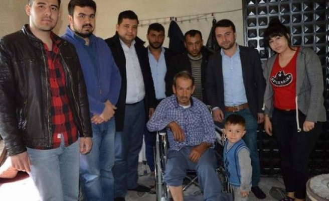 AK Gençlerden, Ahmet Amca'ya Tekerlekli Sandalye