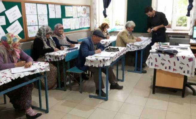 Çine'de Okuma Yazma Seferberliği Hız Kesmeden Devam Ediyor