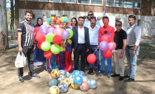 AK Parti'li Gençler, Çocuklarla Çocuk oldu