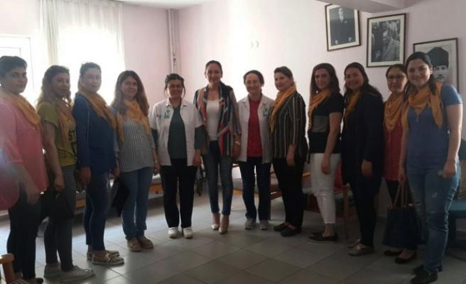 """AK Partili kadınlar """" Ebeler Haftası'nı kutladı"""