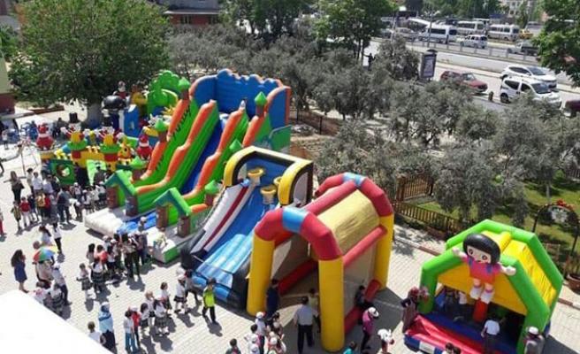 Atatürk İlkokul Çocuklarına Coşkulu Bayram
