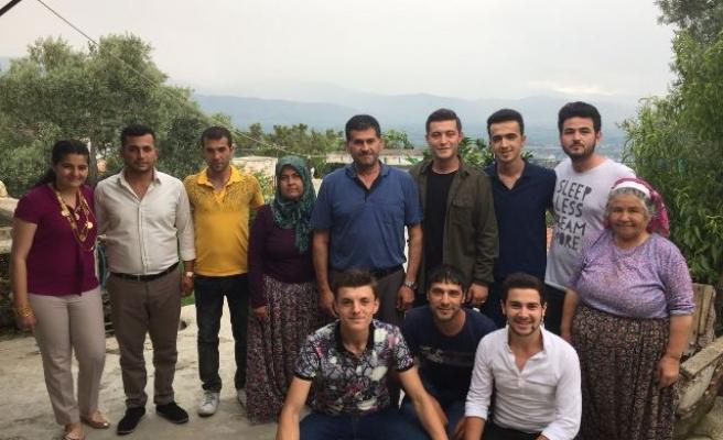 CHP'li Gençler, Babalar Gününde Şehit Babalarını Yalnız Bırakmadı
