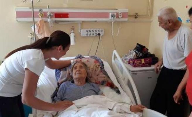 AK Parti Çine İlçe Kadın Kolları Bayramda Hastaları Yalnız Bırakmadı
