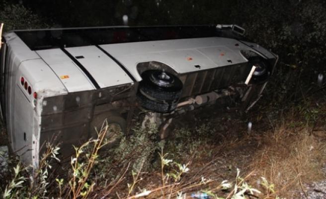 Sporcu Kafilesini Taşıyan Otobüs Karpuzlu'da Yoldan Çıktı 9 Yaralı