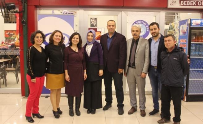 Türk Eğitim-Sen'den Öğretmenler Günü Yemeği