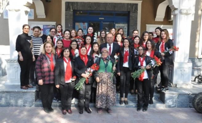Başkan Dinçer'den kadınlara 8 Mart Jesti