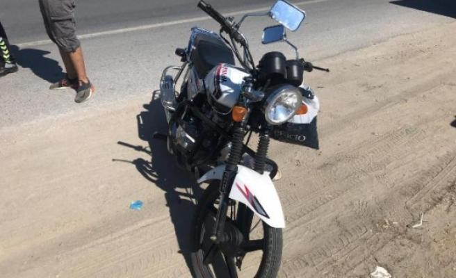 Motosiklet Otomobile Çarptı, 1 Yaralı