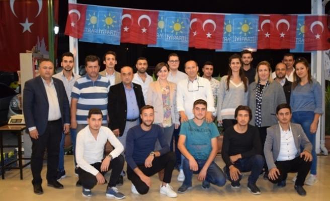 İYİ Parti'den Asker Gidecek Gençlere Yemek