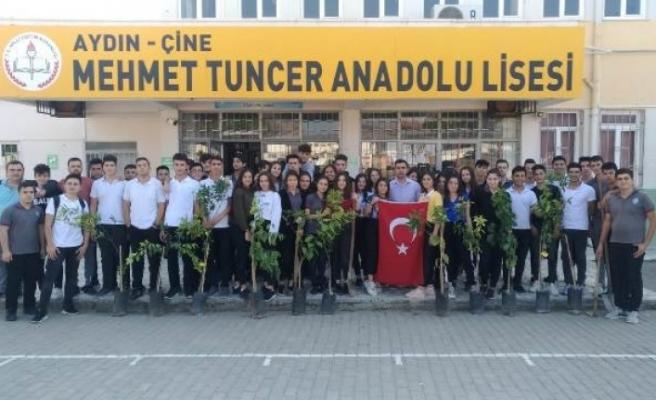 Öğrenciler, Barış Pınarı Harekatı Şehitlerine fidan diktiler