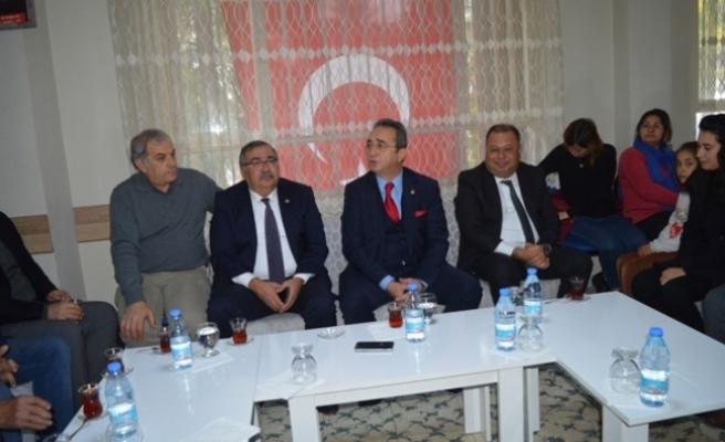 CHP'li Vekiller Partililerini Ziyaret Etti