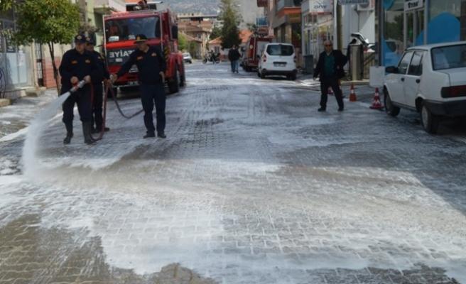 Çine'de Cadde ve Sokaklar Dezenfekte Ediliyor