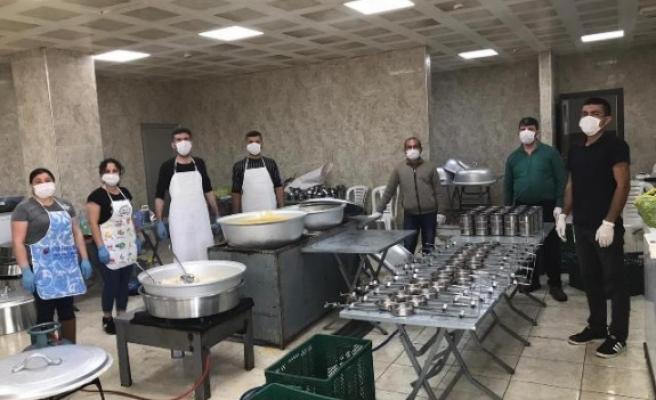 Çine Belediyesi İftarda Vatandaşa Sıcak Yemek Ulaştırdı
