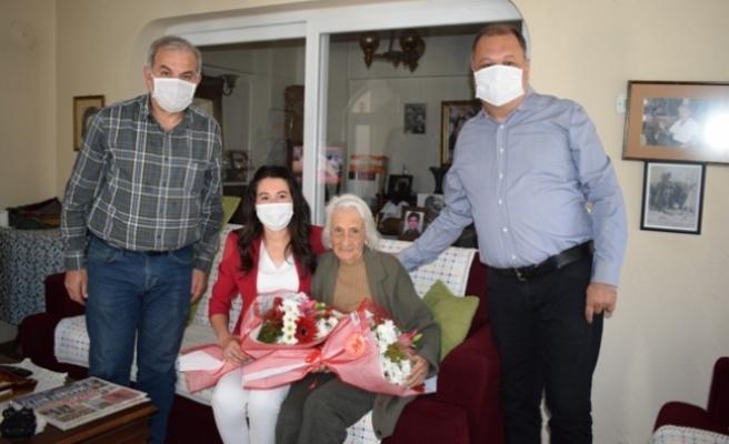 96 Yaşındaki 'Fatma Leman' Anne'ye Anlamlı Ziyaret
