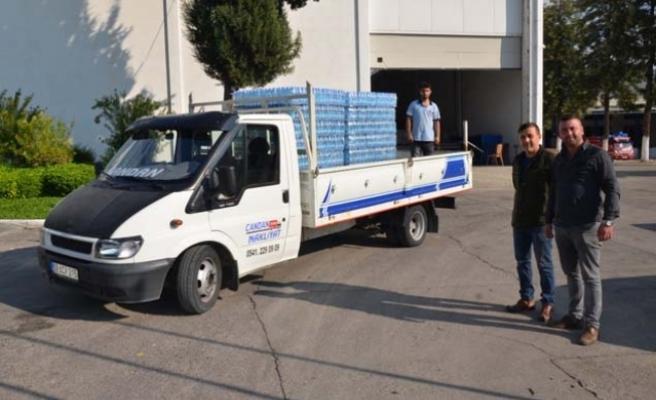 Belediye'den depremzedelere 400 koli su
