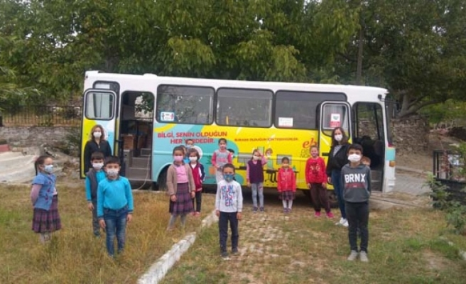 Gezici EBA Destek Noktası Aracı ile öğrencilere ulaşıyorlar