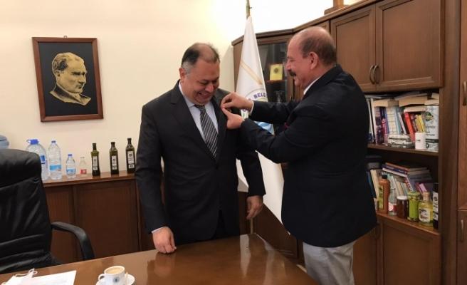 Başkan Dinçer'e, Türkiye Meclis Üyeler Birliği Rozeti