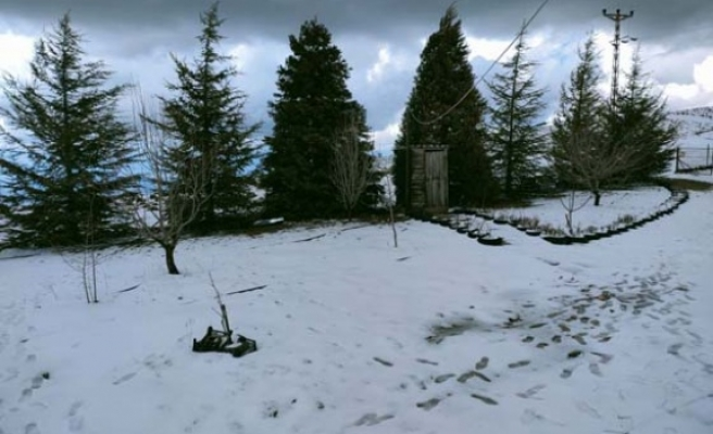 Madran Dağı'nda Mart karı yağdı