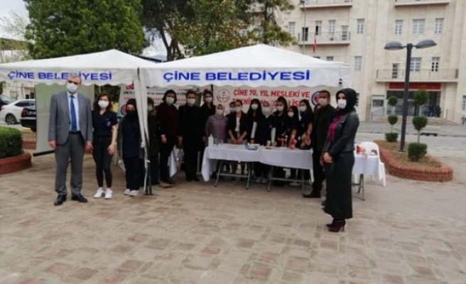 Lise Öğrencilerinden Sağlık Standı