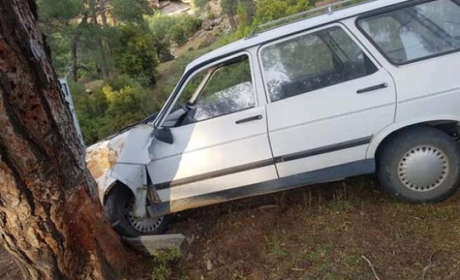 Otomobilin direksiyon hakimiyetini kaybetti; 3 yaralı