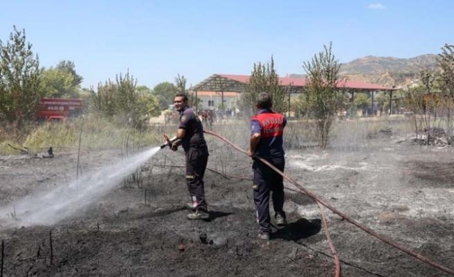 Büyükşehir İtfaiyesi İmamköy'de Çıkan Yangını Kısa Sürede Kontrol Altına Aldı