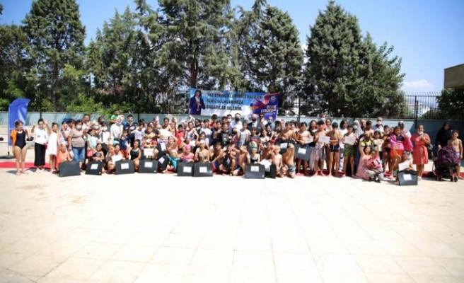 Aydın Büyükşehir Belediyesi Onlarca Çocuğa Yüzme Öğretti