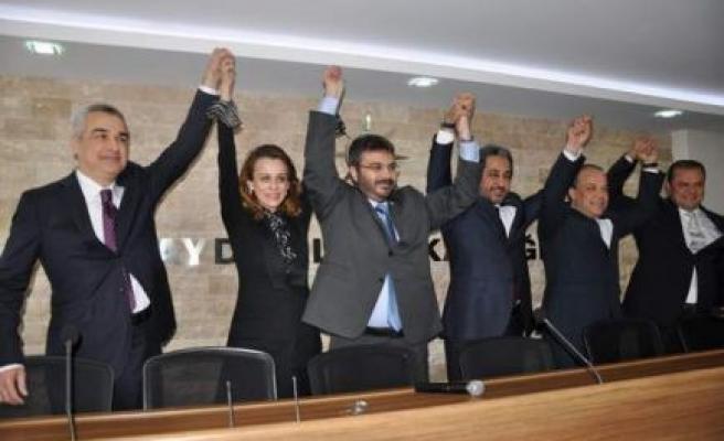 AK Partili adaylar il teşkilatında buluştu