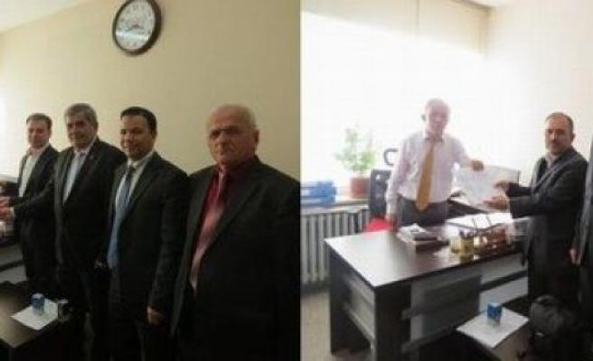 AK Partili'ler adaylık başvuru evraklarını teslim ettiler