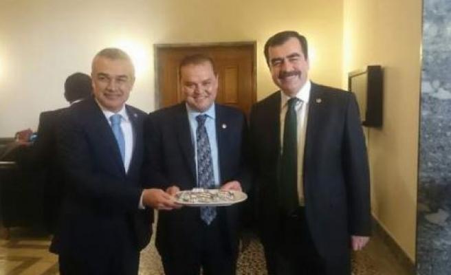 AK Parti'nin Aydın Milletvekillerinden İncir İkramı