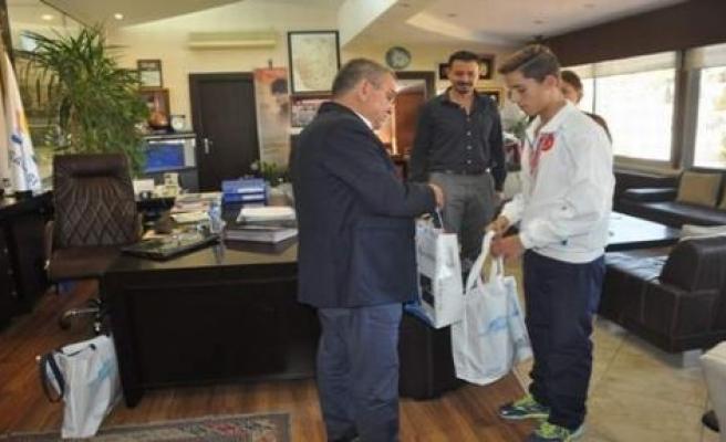 Avrupa Şampiyonu Gerçek Semetay Başkan Kayalı'yı Ziyaret Etti