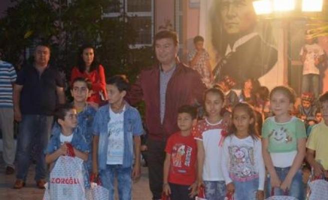 Başkan Akın, öğrencileri yalnız bırakmadı