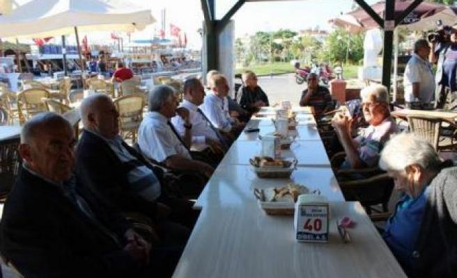 Başkan Atabay, yaşlılarla kahvaltıda bir araya geldi