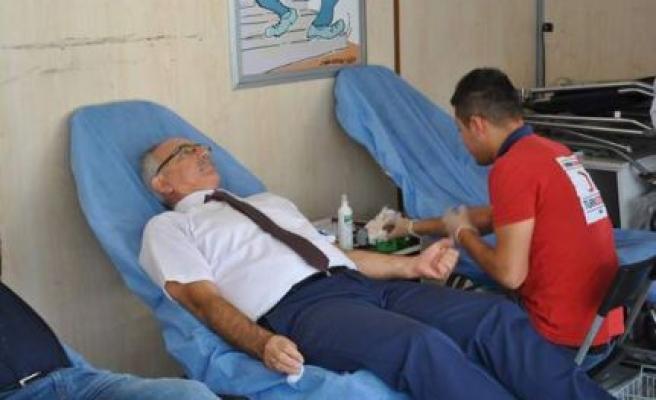 Başkan Kale'den, Kızılay Kan Bağışına Destek