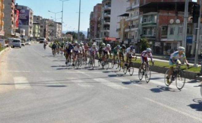 Bisiklet Yarışçıları, Çine'den geçti