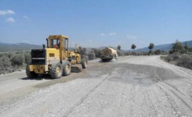 Bozdoğan'da Yol Çalışmaları Devam Ediyor