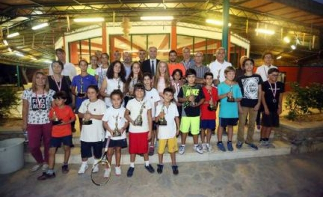 Büyükşehir Belediyesi Tenis Turnuvası Yapıldı