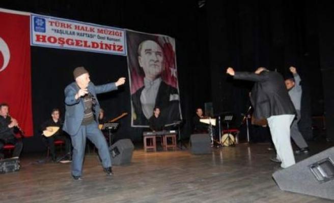 """Büyükşehir'den """"Yaşlılar Haftası"""" Özel Konseri"""