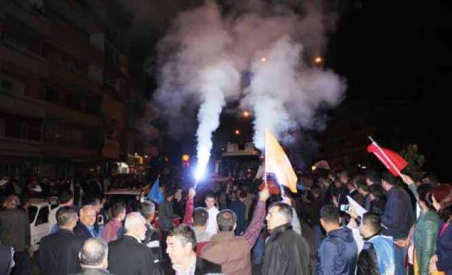 Çine'de AK Partililer zaferlerini kutladılar