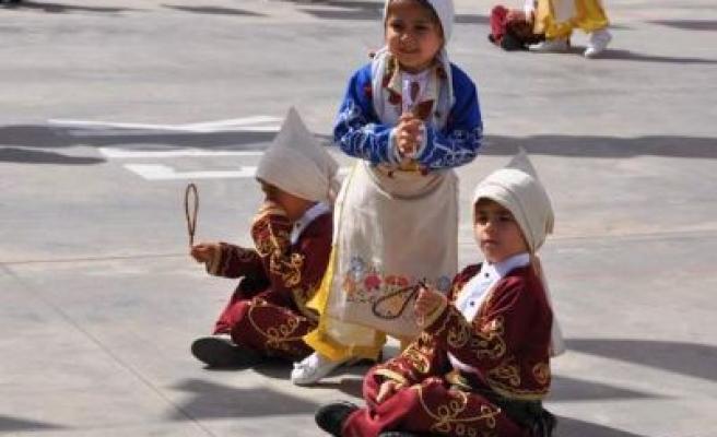 Çocuklar, 23 Nisan'ı coşkuyla kutladı
