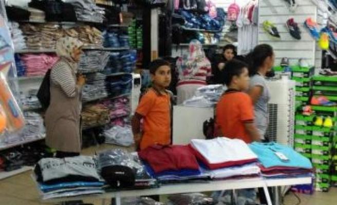 Didim Belediyesi'nden öğrencilere kıyafet yardımı