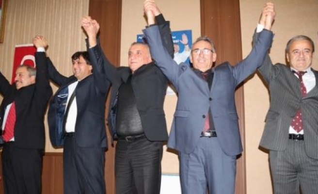 DP ve CHP'li başkanlar MHP'ye geçti
