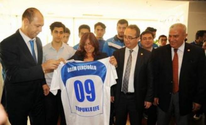 Genç Basketbolculardan Başkan Çerçioğlu'na Ziyaret