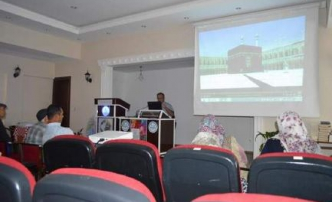 Hacı adaylarına seminer verildi